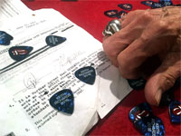 Keith likes his new blue picks...